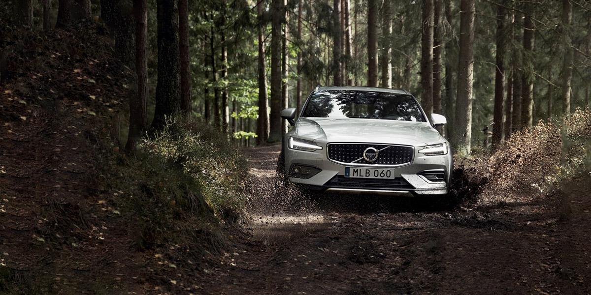 Volvo Car Russia открывает приём заказов на семейный универсал V60 Cross Country