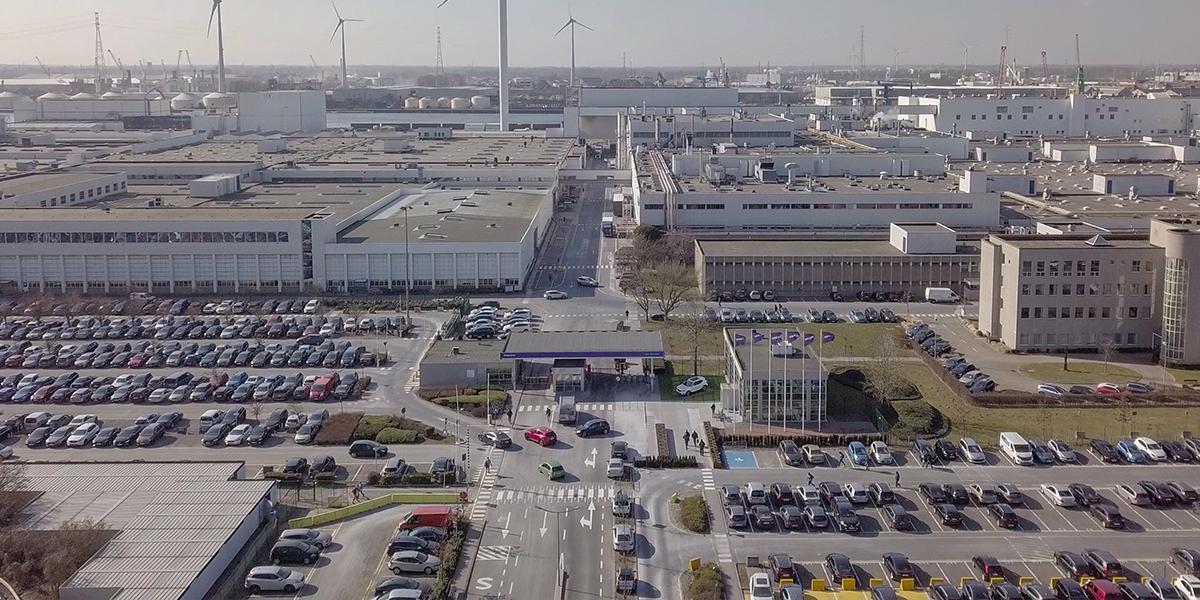 Volvo Cars представляет первую установку солнечных электрогенераторов на заводе в Генте