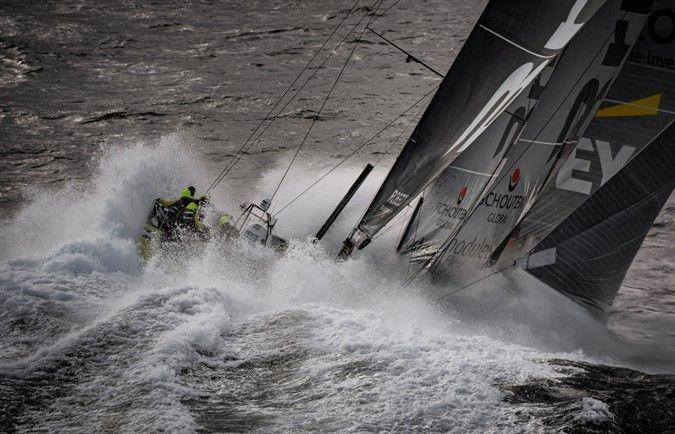 Пятый этап Volvo Ocean Race – один из лидеров регаты ломает мачту, другой одерживает победу