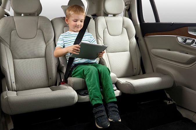 Volvo Cars отмечает 25 лет с момента выхода встроенной подушки для детей