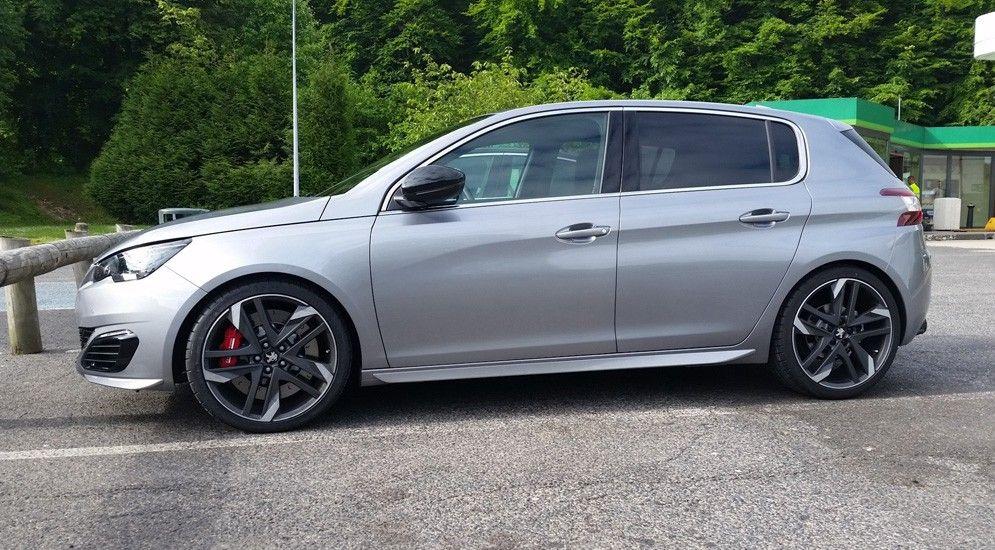 «Заряженный» Peugeot 308 покажут в Гудвуде