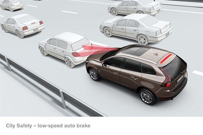 Стандартные системы безопасности VOLVO CARS сокращают количество страховых обращений