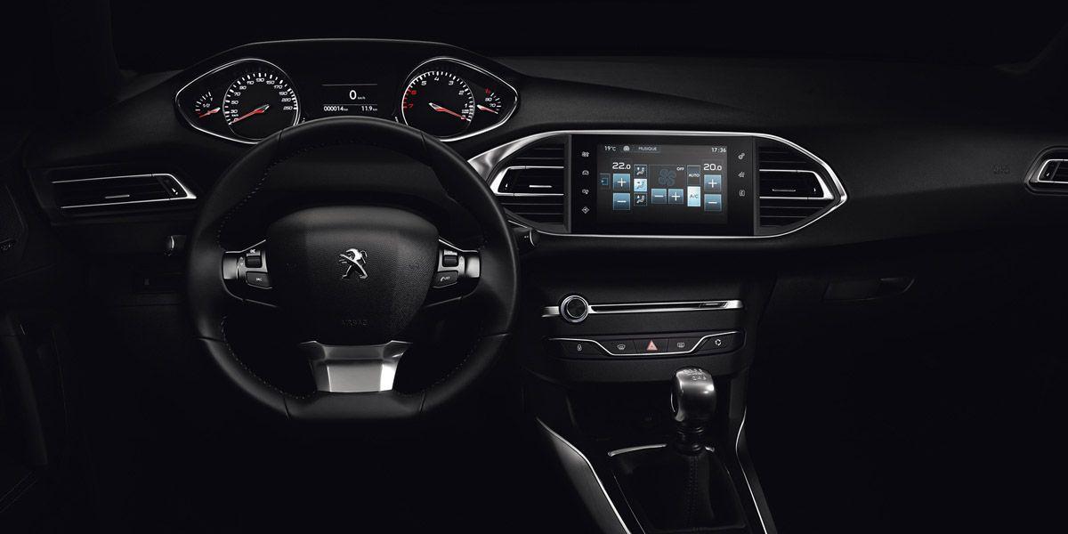 PEUGEOT i-Cockpit® — «Технология года» по версии What Car