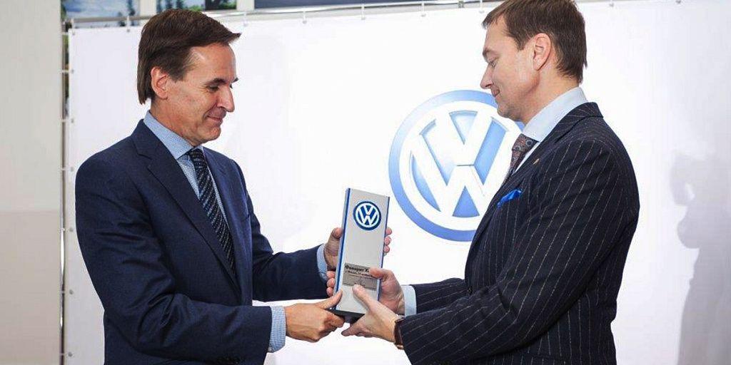 На открытии  Volkswagen «Фаворит Хофф» гостей встретила «Девушка с веслом»