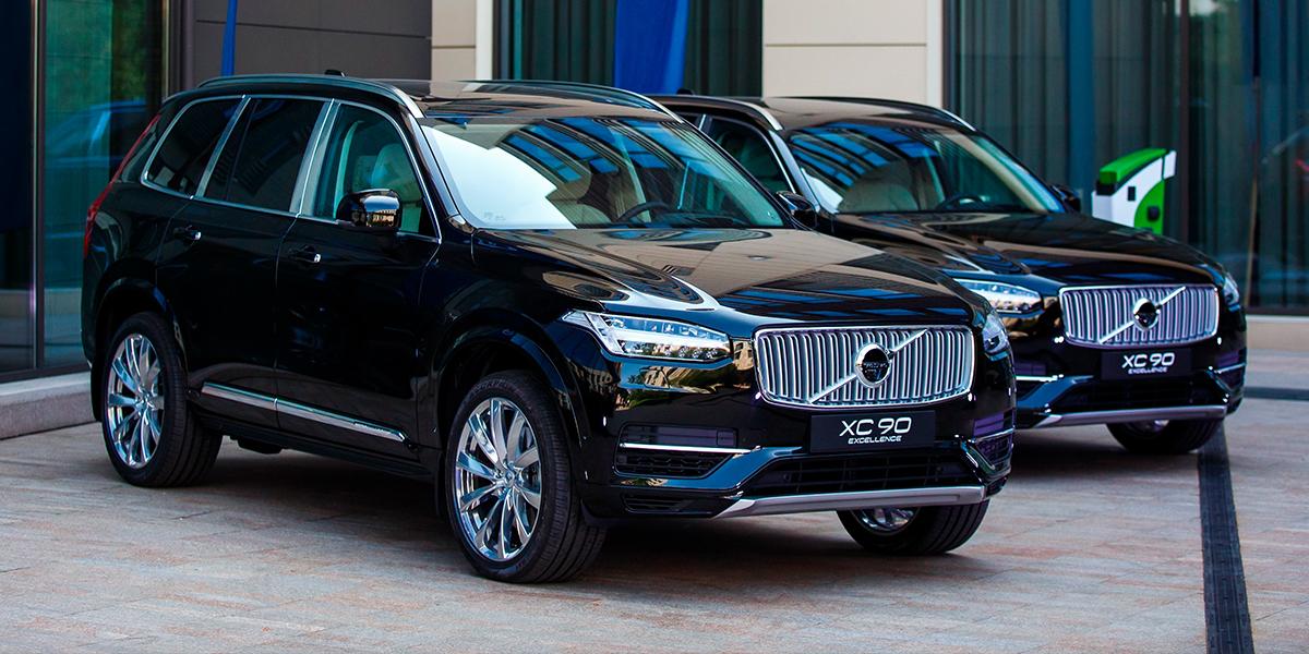 Volvo Car Russia впервые представила в России подзаряжаемый от электросети гибридный внедорожник XC90 T8 Twin Engine и его люксовую версию Excellence